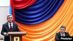 Президент Армении Серж Саргсян выступает с речью на церемонии инаугурации нового мэра Еревана. Ереван, 20 декабря 2010 г.