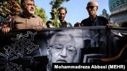 مراسم تشییع پیکر ابراهیم یزدی، دبیرکل نهضت آزادی ایران و وزیر خارجه دولت مهدی بازرگان که به تازگی در ۸۶ سالگی در ترکیه درگذشت.