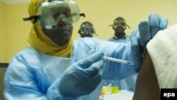 Էբոլայի դեմ պատվաստումներ Մալիում, արխիվ