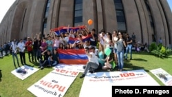 Armenia - Youth activists continue to demonstrate outside the Yerevan Mayor's Office, 2Aug2013.