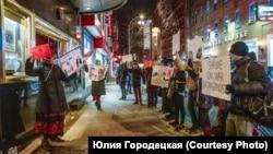 Акция против выступления российского музыканта Игоря Бутмана в Нью-Йорке