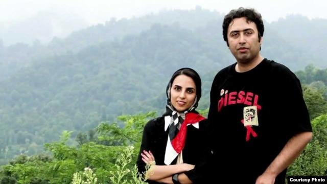 Ekhtesari and fellow poet Mehdi Musavi both escaped from Iran last month.