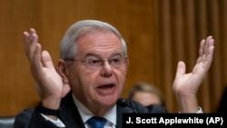АҚШ Сенатининг Халқаро алоқалар қўмитаси раиси, сенатор Боб Менендез .