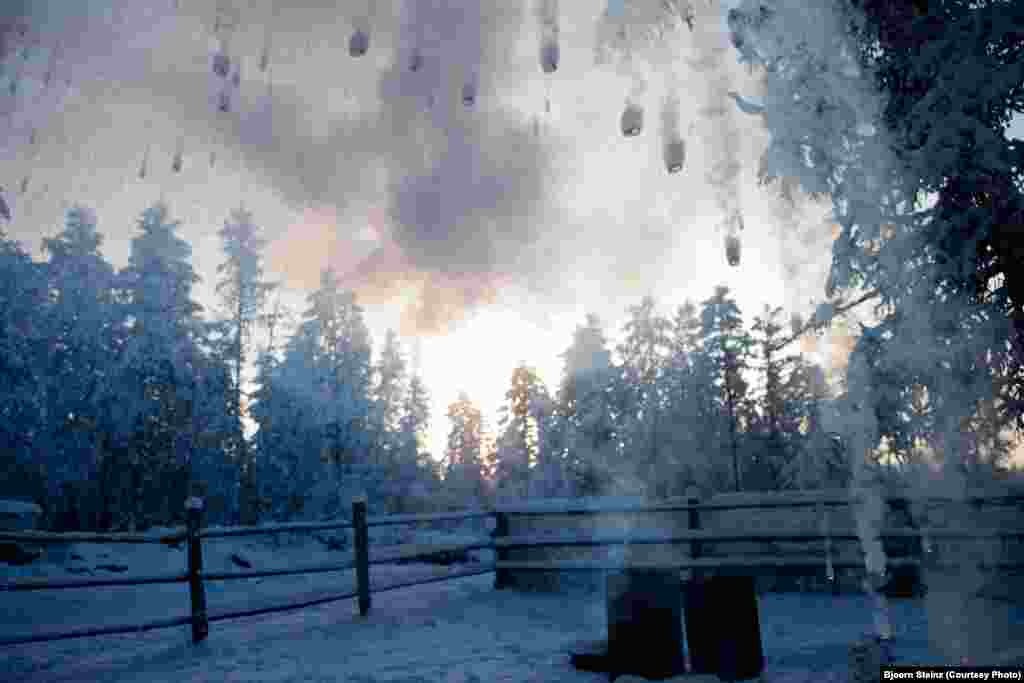 At minus 57 degrees Celsius, hot water thrown into the air turns immediately into ice crystals.