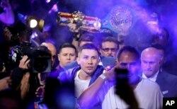 Головкин с чемпионскими поясами выходит на ринг. Лас-Вегас, 15 сентября 2018 года.
