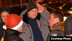 Дмитрий Булатов (в центре) до похищения на Майдане в Киеве