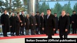 Сооронбай Жээнбеков и Шавкат Мирзиеев во время официального визита президента КР в Узбекистан, 13 декабря 2017 г.