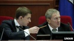 Леонід Черновецький (праворуч) та Олесь Довгий. Київ, лютий 2011 року
