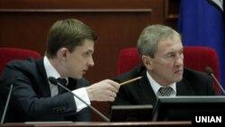 Олесь Довгий (л) був секретарем Київради за часів головування в Києві Леоніда Черновецького (п)