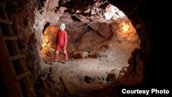 Археологи датируют памятник второй половиной IV тысячелетия до нашей эры. Этот рудник считается самым древним в мире золотым прииском