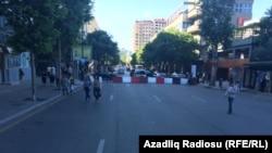«Формула-1» жарысын өткізу үшін Бакудегі тарихи орындардың кейбірінде ескі тас жолдың үстіне асфальт төселді.