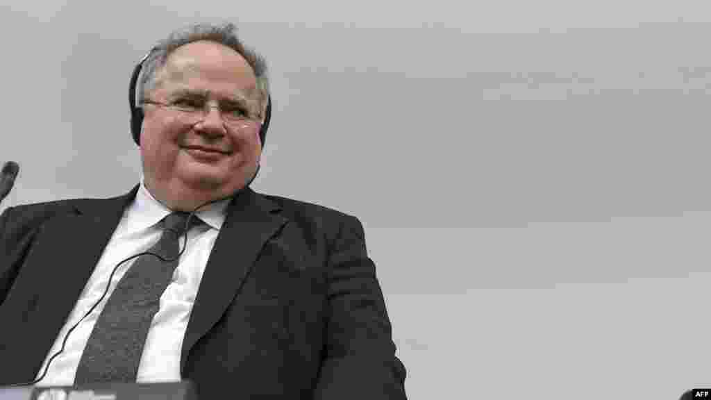 ГРЦИЈА / МАКЕДОНИЈА - Шефот на грчката дипломатија Никос Коѕијас во интервју за телевизијата Скај изјави дека правилно направиле што го отвориле прашањето за ерга омнес, но и да не постои договор, тие нема да бидат виновни, а тоа го знае и вселената.
