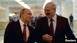 Уладзімер Пуцін (зьлева) і Аляксандар Лукашэнка