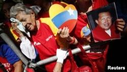 Сторонники Уго Чавеса собрались помолиться за него. Каракас, 9 декабря 2012 года.