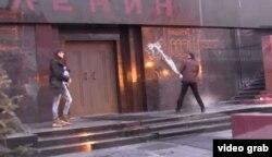 """Арт-группа из Петербурга проводит художественную акцию """"Экзорцизм"""""""