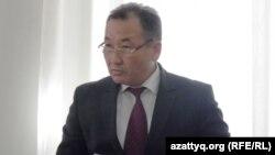 Қазақстан бас әскери прокуратурасының ресми өкілі Әшірбай Сахаев. Шымкент, 24 наурыз 2014 жыл.