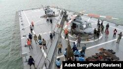Палуба корабля ВМС Индонезии в Яванском море, 3 января 2015 года.