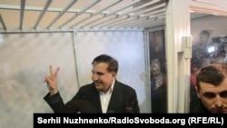 Міхеїл Саакашвілі у залі Печерського райсуду, 11 грудня 2017 року, Київ