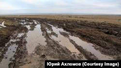 Нарушение почвенного покрова тундры угледобывающими компаниями в охранной зоне питьевого водоёма