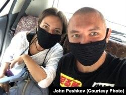 Александра Семенова и Джон Пешков
