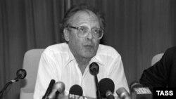 Сергей Ковалев, 1995. Фото: Н.Малышев (ИТАР-ТАСС)