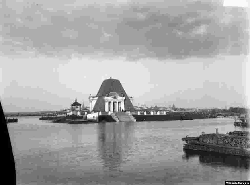 1552 елда Казанны яулаганда һәлак булган урыс гаскәриләренә һәйкәл, 1894