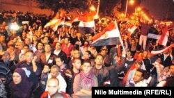 محتجون ضد الرئيس المصري محمد مرسي في القاهرة 04/12/2012
