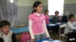 Способствующее ассимиляции детей в городе обстоятельство – нет стихии родного языка