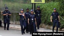 Поліцейські біля готелю, де відбуватиметься зустріч Трампа і Кіма