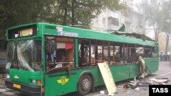 Взрывотехники установили место взрыва - в полутора метрах от задней двери и в метре от пола автобуса