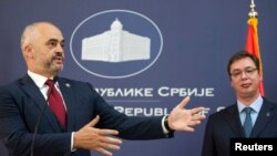 Ալբանիայի վարչապետ Էդի Ռամայի (ձախից) և Սերբիայի վարչապետ Ալեքսանդր Վուչիչի ասուլիսը Բելգրադում, 10-ը նոյեմբերի, 2014թ․