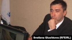 Казахстанский правозащитник Вадим Курамшин, приговоренный к 12 годам тюрьмы. Астана, октябрь 2011 года.