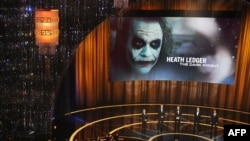 """""""The Dark Knight"""" filmində baş rolun ifaçısı Christian Bale olsa da, Heath Ledger bütün diqqəti özünə cəlb edib."""