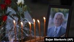 Sveće i cveće za ubijenog Olivera Ivanovića