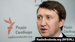 43-річний Тарас Кутовий був народним депутатом 7 і 8 скликань Верховної Ради, міністром аграрної політики і продовольства з 2016 по 2018 рік