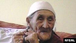 105-летняя Бурыш Даулетова. Актобе, март 2010 года.