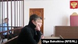 Андрей Попов в зале суда в Саратове