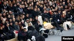 Траурная церемония в Париже в память о 130 жертвах терактов 13 ноября