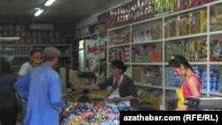 Türkmenistandaky dükanlaryň biri.