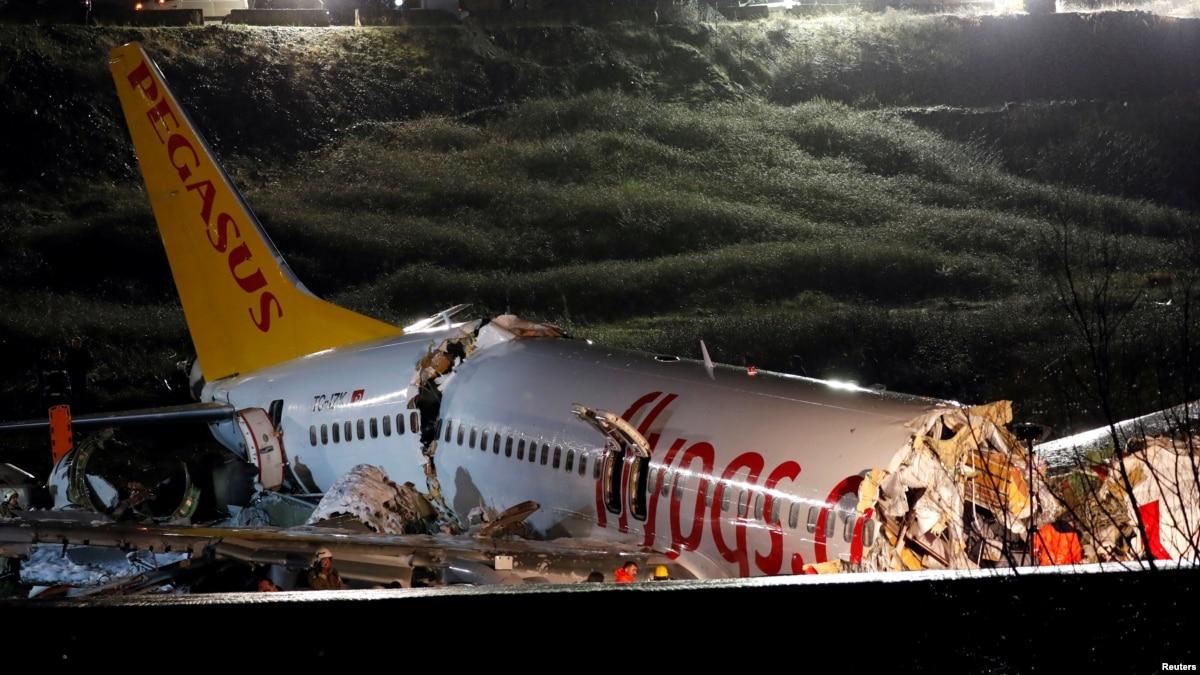 Авария самолета в Стамбуле: 120 человек ранены