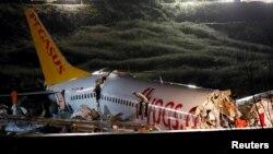 Boeing 737-86J авиакомпании Pegasus Airlines после жесткой посадки. Стамбул, 5 февраля 2020 года.