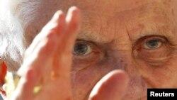 Папата Бенедикт Шеснаесетти