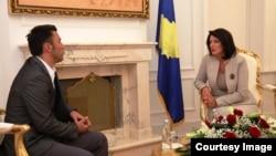 Presidentja e Kosovës, Atifete Jahjaga gjatë takimit me anëtarin e ri të KQZ-së, Adnan Rrustemi
