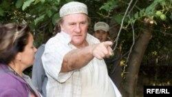 """Jerar Depardye """"Qozoqfilm""""ning """"Kechikkan sevgi"""" filmini suratga olish jarayonida. Qozog'iston, 3 sentabr 2009 yil."""