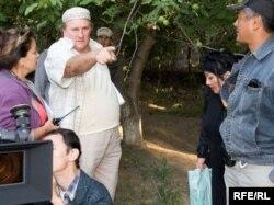 Жерар Депардье во время съемок фильма с рабочим названием «Поздняя любовь». Аул Келте Машат, Южно-Казахстанская область, 3 сентября 2009 год.