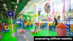 Детская площадка в одном из крупных торговых центров Бишкека. Архивное фото.