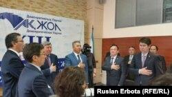 """""""Ақ Жол"""" саяси партиясының кезектен тыс 10-құрылтайына қатысушылар. Астана, 3 ақпан 2016 жыл."""