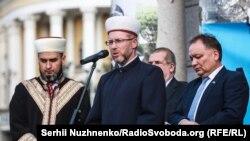 Саїд Ісмагілов (у центрі)