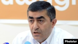 Armenia - Armen Rustamian, a leader of the Armenian Revolutionary Federation, at a news conference in Yerevan, 10Jul2012.