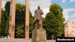 Пам'ятник Степанові Бандері у Львові. Липень 2015 року (©Shutterstock)